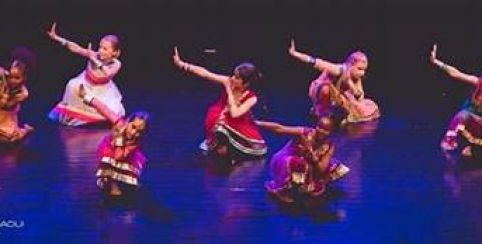 Stage Initiation danse indienne - Bollywood // Centre Culturel Bonnefoy - 6/9 ans